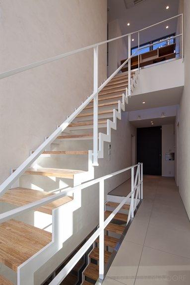 Ishibashi Kiyoshi Architects - Yao House - Yao, Japan - 2013  #interiors #design #stair