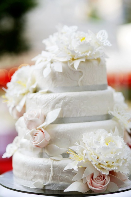 Delectable wedding cake at this Xi'an China wedding, photos by Chris+Lynn Photography