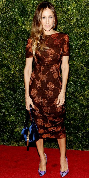 12/05/12: The fashion icon was styled to perfection in contrasting colors and textures. #sarahjessicaparker #lookoftheday www.instyle.com/...