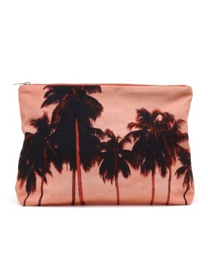 We live for those sandy getaways and weekend trips to the shore, so it's no wonder we're so drawn to this beach-inspired clutch by Dezso.