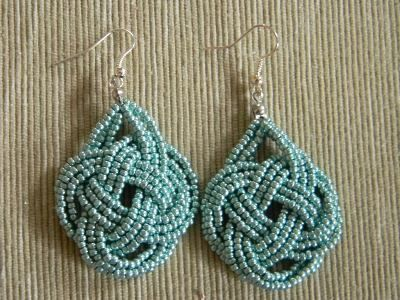 Beaded knot earrings ~ good how-to photos  #handmade #jewelry