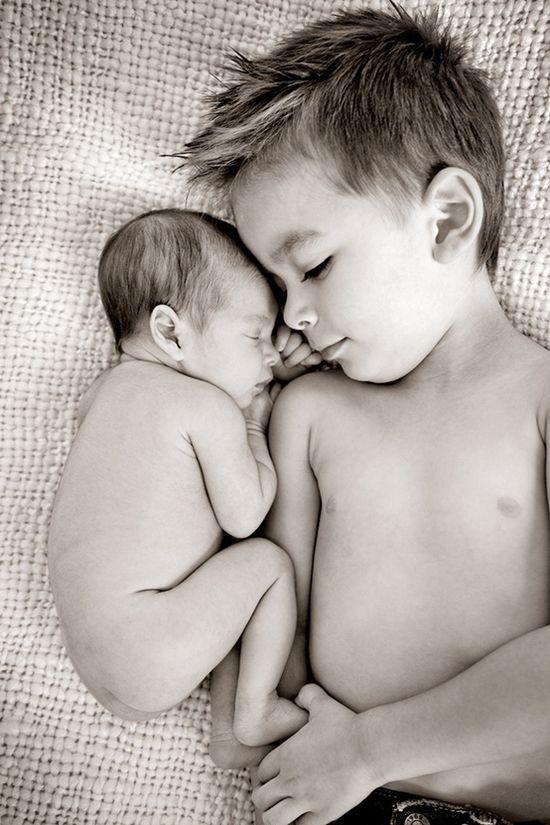 newborn and sibling photo