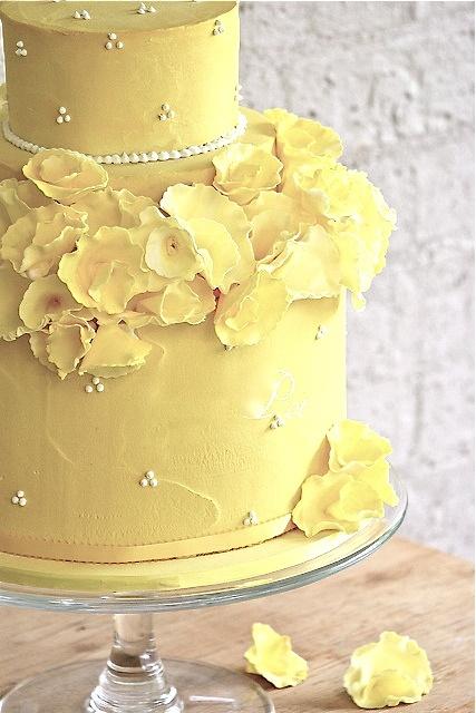 daffodil decorated wedding cake