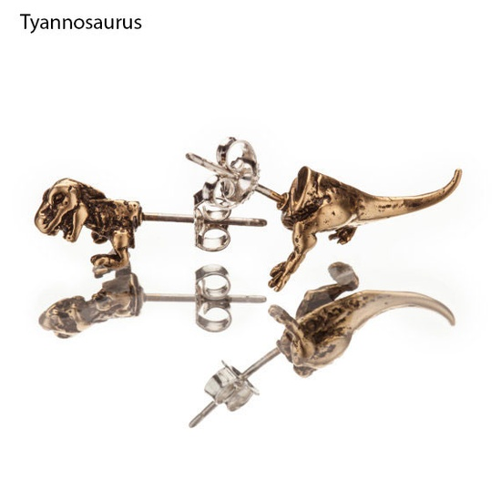 Love these T-rex studs ? :}}