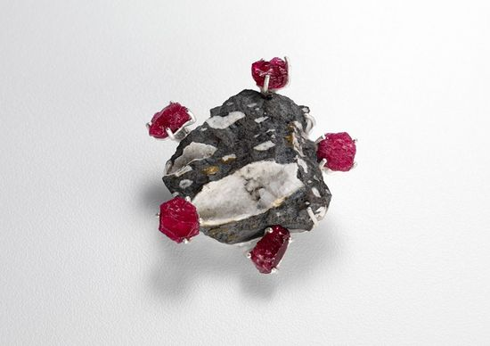 Regine Schwarzer / Works / GEOMORPHING COLLECTION - Royal Jewels  2010    chabazite in basalt, uncut rubies, sterling silver
