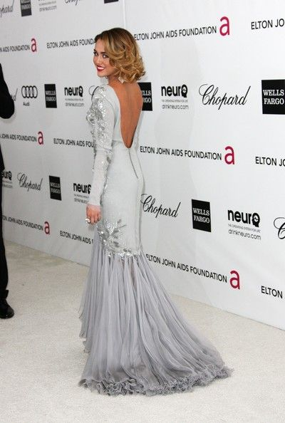 I may not like her much, but I sure love her red carpet gowns