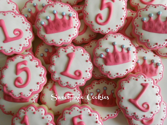 """I like the piping in pink, flooding in white, with pink """"dots' at the edges."""