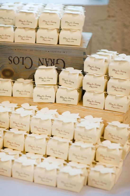 mini favor boxes for guests!
