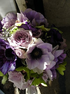 Quatre Coeur blog Lavender wedding arrangement 111610     Love the purple flowers, anemones, roses (and freesias?)