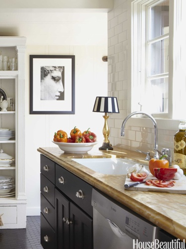 Warm kitchen. Design: Stephen Shubel. Photo: Luca Trovato. housebeautiful.com. #kitchen #antique_lamp #marble_counters #white