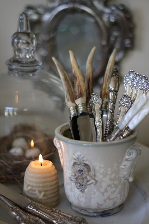 Love the candle and the silverware.