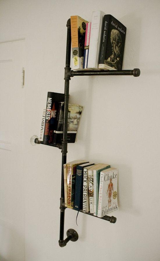 Етажерка за книги от водопроводни тръби
