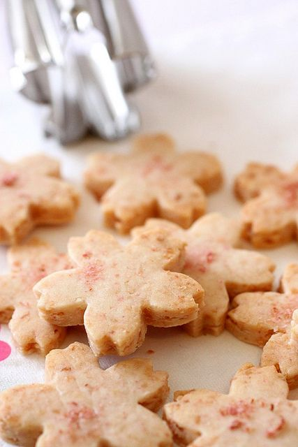 Sakura Cookies by en.petitchef: A subtly fragranced cookie with a slight saltiness. Cookies #Sakura #Healthy