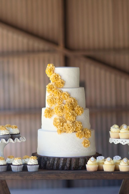 Cascading cake prettiness by www.sugarlumpcake..., Photography By / weheartphotograph...