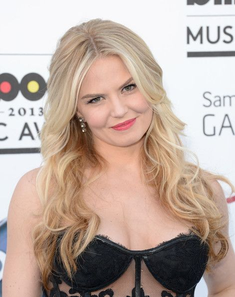 Jennifer Morrison. I absolutely LOVED her dress that she wore. I'll try and find a full pic of it. ?
