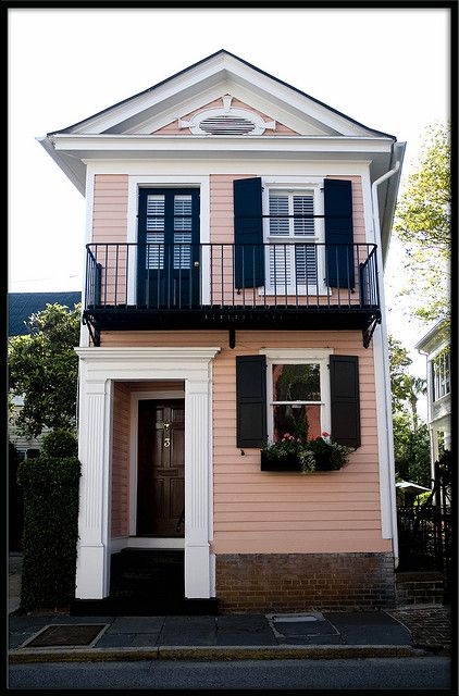 The Pink House is the narrowest home in Charleston.14 feet wide