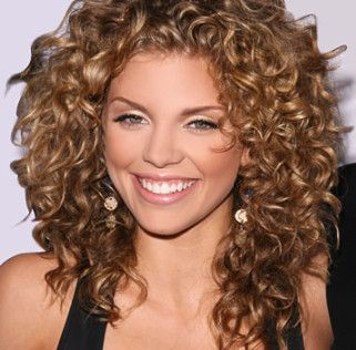 I love naturally curly hair =)