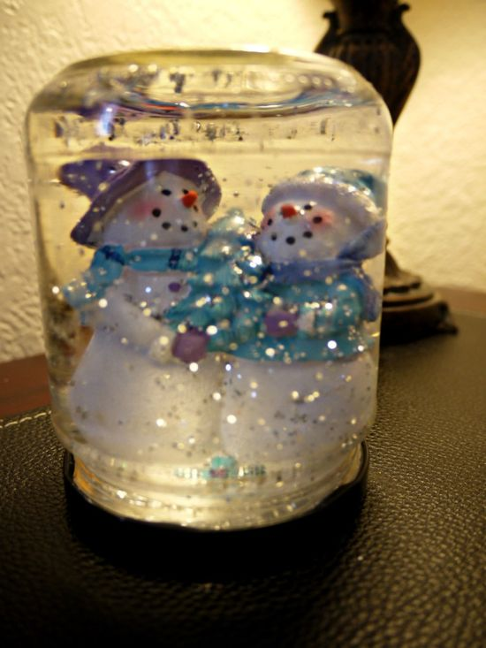 Inexpensive Christmas Craft: $1.35 Snowglobe