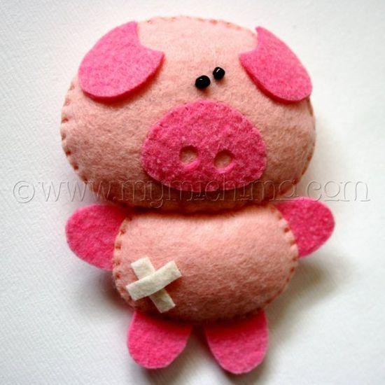 Petunia the Pig - Stuffed Felt Animal-  more inspiration for petite pig purse...