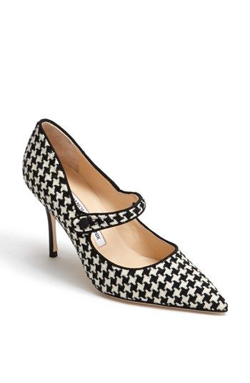 Houndstooth pumps. i'm in love!