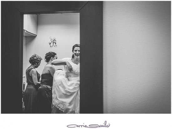 getting ready wedding photos