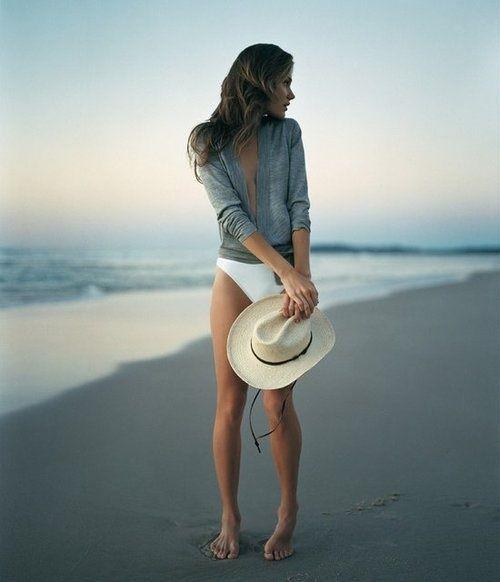 Walks on the beach {Summer Inspiration}