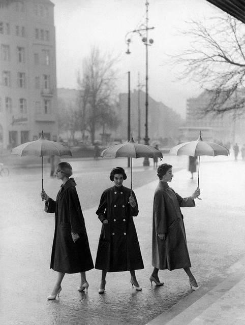 Opposing views on rainy days? :) #vintage #1950s #fashion #umbrella