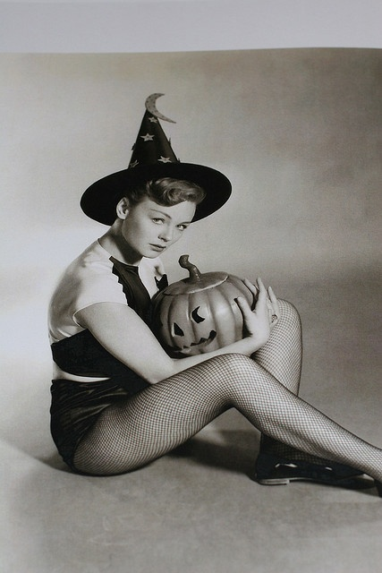 Vintage Halloween pinup