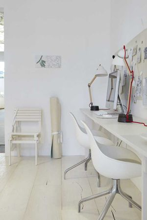 Neat White Workplace - I love that the desk and mood-board have the same width as the entire wall!