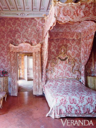 Regal Toile: At the Villa di Geggiano hotel in Chianti, toile is used in the grand tradition for the canopy, linens, chairs, and even the walls.