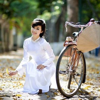 Girl in Aodai Dress