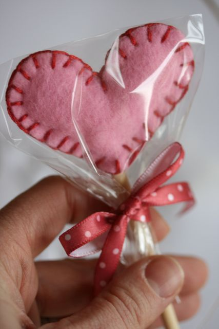 #Valentine #felt #crafts lollipop #tutorial #holidays