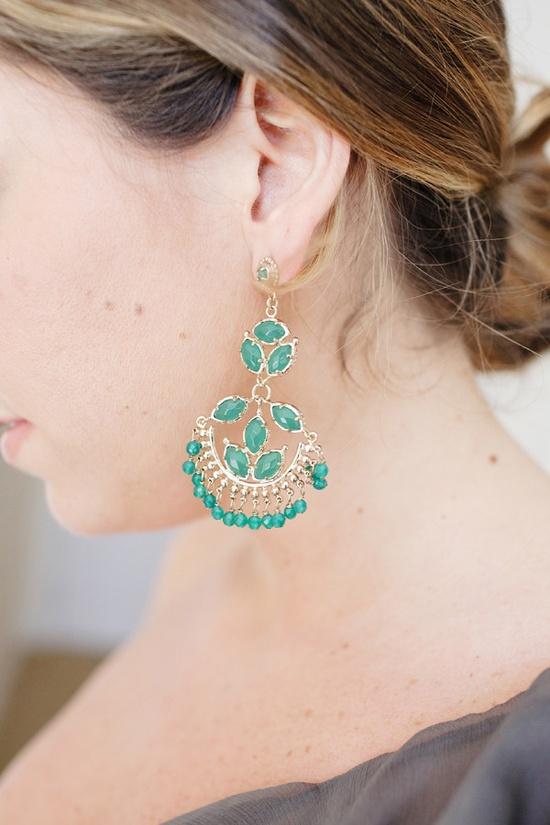 Kendra Scott earrings. Photography by perezweddings.com, Earrings by kendrascott.com