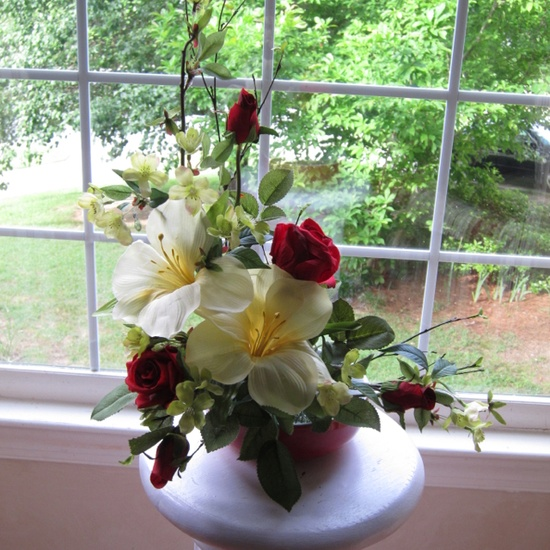 L arrangement of silk flowers