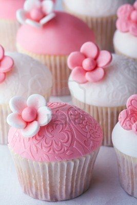 pink and white cupcakes....