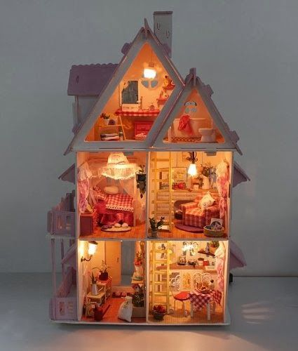 Handmade doll house with lights and great detail for hours of play ??