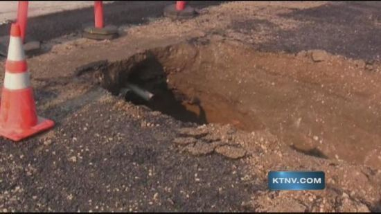 Crews search for cause of large Nevada sink hole ::