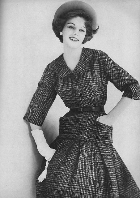 Classic houndstooth goes decidedly feminine in this beautiful look from 1959. #vintage #fashion #1950s #hat