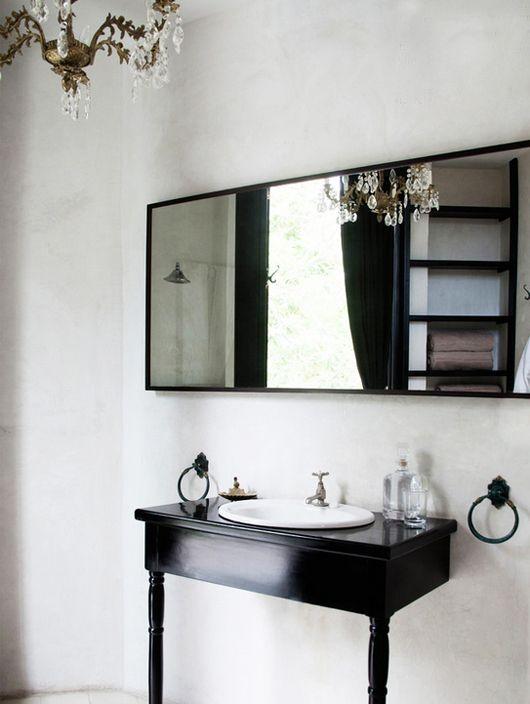 glamourous black bathroom  / lonny