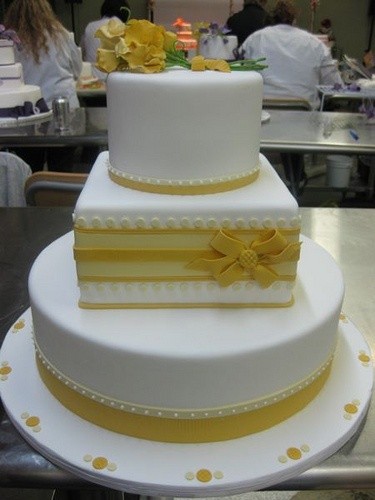 yellow & white cake