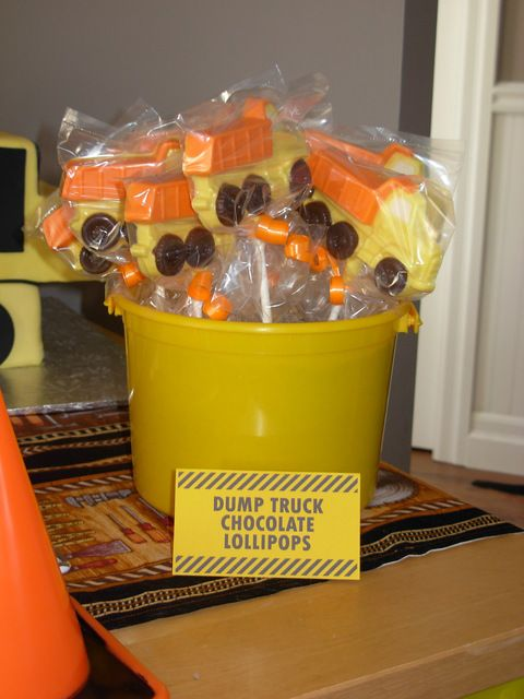 Dump Truck Chocolate Lollipops at a Construction Party #constructionparty #treats