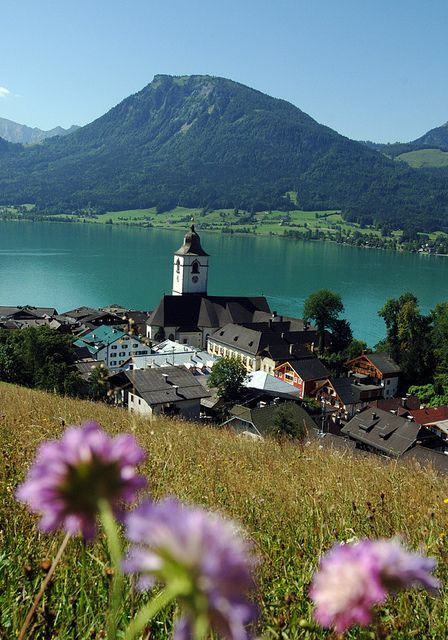 Beautiful view of St. Wolfgang im Salzkammergut, Upper Austria (by WeissesRoessl)