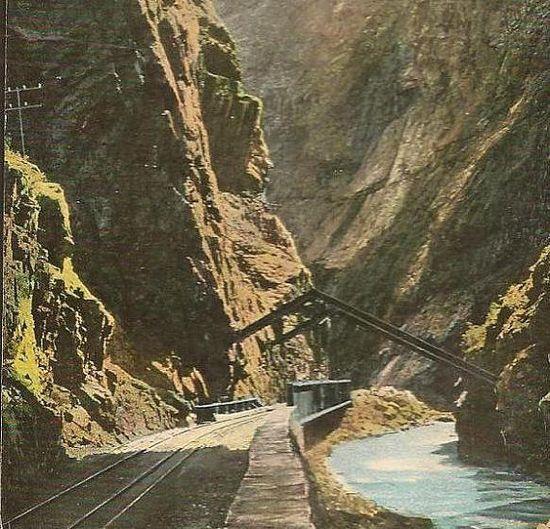 Hanging Bridge on the Royal Gorge Colorado scenic view on  Unused Vintage Postcard