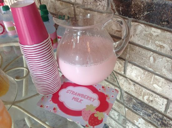 Drinks at a Strawberry Shortcake Party #strawberryshortcake #partydrinks