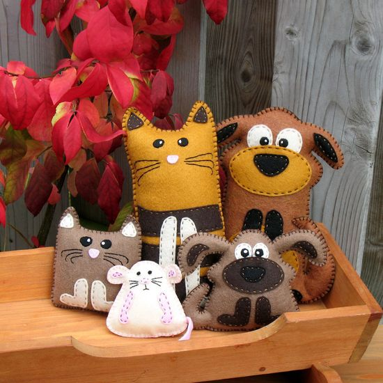 5 Hand Sewing PATTERNS - Cat Dog Kitten Puppy and Mouse - Make Your Own Pet Stuffed Animals - Easy. ------$12.00, via Etsy.---------Picture