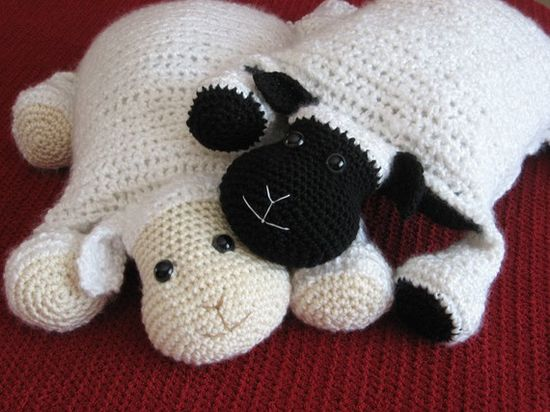 Cuddly lamb pillows  :-)  No pattern, but easy to figure out.   #crochet #pillow #lamb