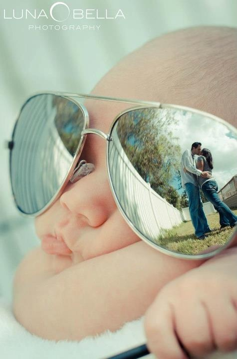 adorable idea! #baby with dad's mirrored #glasses - reflection of mom and dad #kissing via Luna Bella Photography