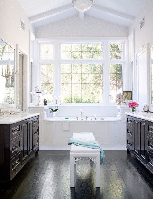 Like the idea of having a sitting bench between his and hers sinks. Good place to sit and dry off after bath or shower.