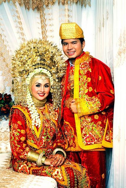 Pengantin Minang - traditional wedding costumes from West Sumatera