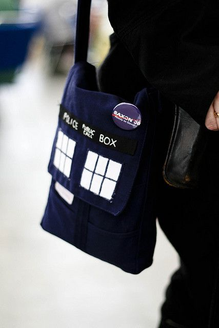 Doctor Who:  Tardis Purse  So when I saw this I practically ran to the fabric store to make my own.  I'm in the middle of making one right now.  I'm hoping I can get it done by Wondercon (OMG next Sunday!!! ^_^).  I'm also going to use that wonderful Doctor Who fabric I posted earlier for the inside!